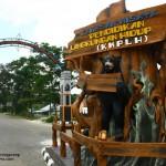Gerbang KWPLH Km 23 Balikpapan (sumber foto: http://obisurya.files.wordpress.com)